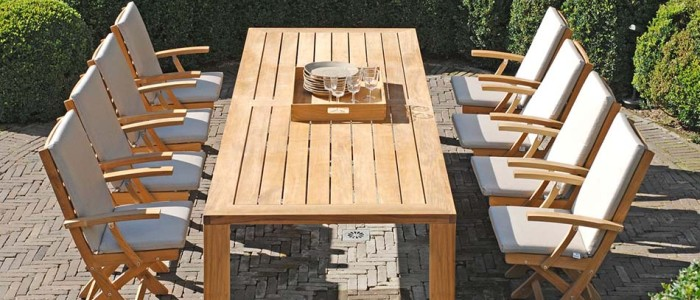 How to keep outdoor teak furniture